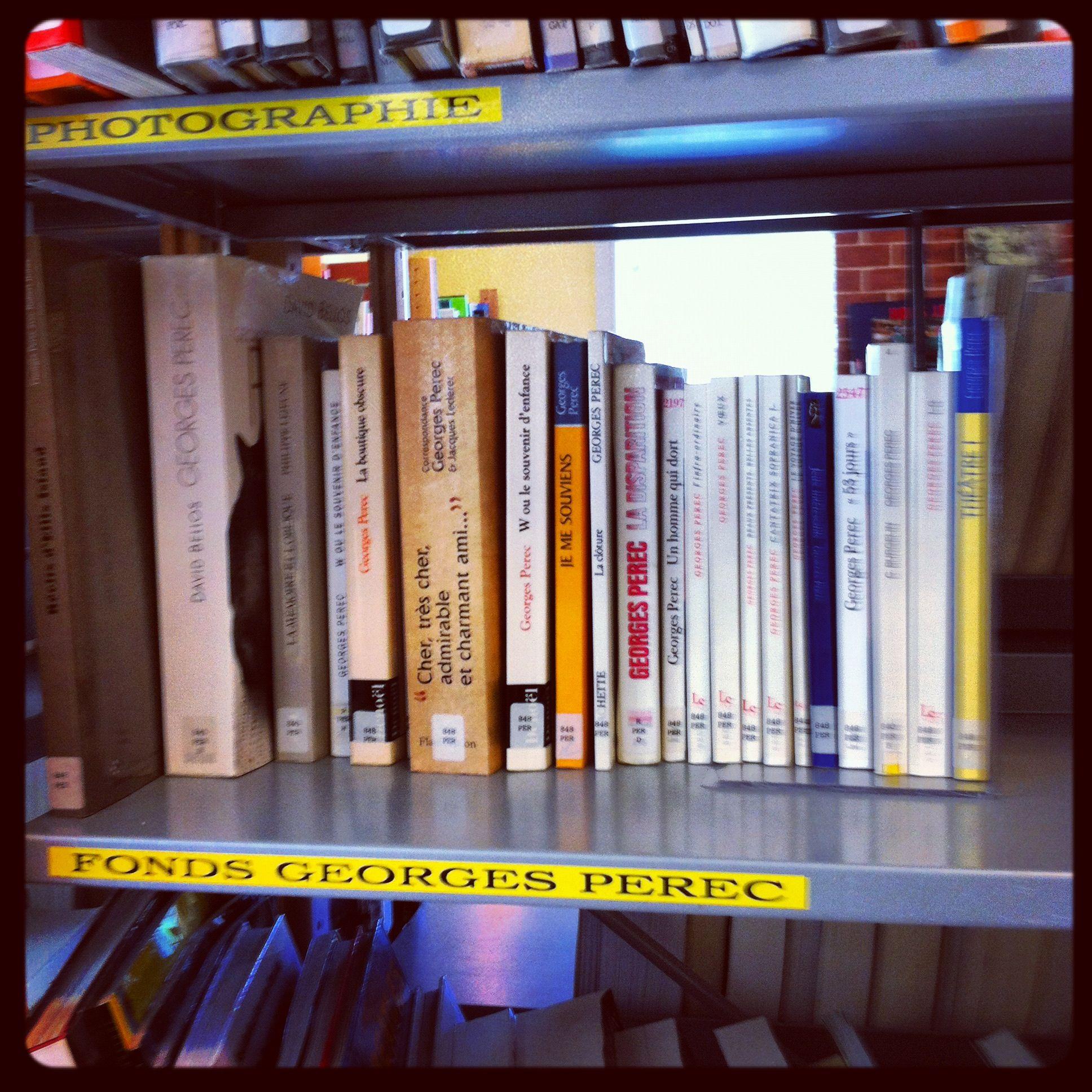 冊数は少ないながらペレックコーナーもちゃんとある。『Wあるいは子供の頃の思い出』も。